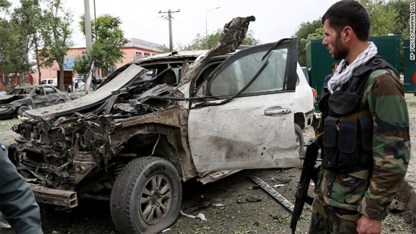 Afghan candidate's convoy attacked