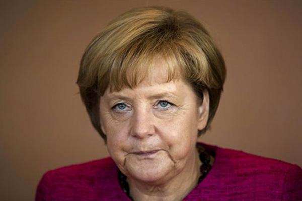 Angela Merkel suffers pelvic injury while skiing