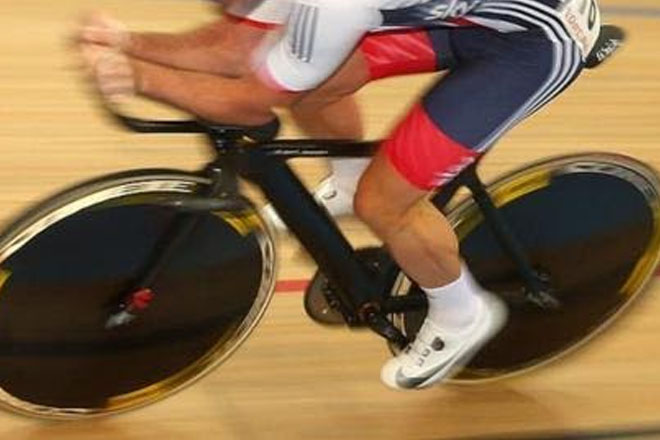 Shane Sutton: British Cycling chief suspended over discrimination claims