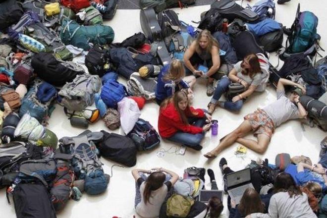 Delta: Power cut strands thousands of passengers
