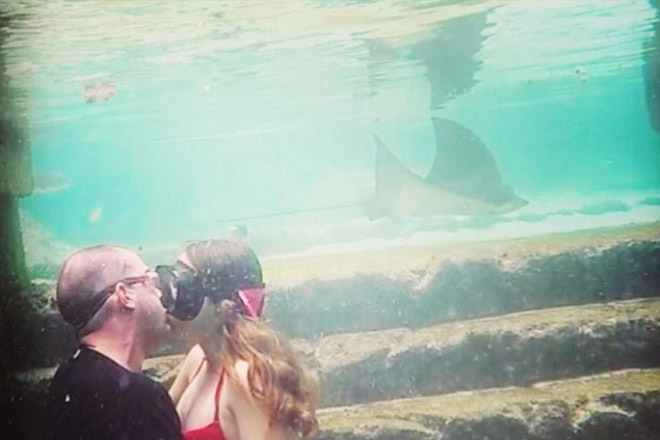 Couple Going After Underwater Kissing Record in The Bahamas To Help Hurricane Victims