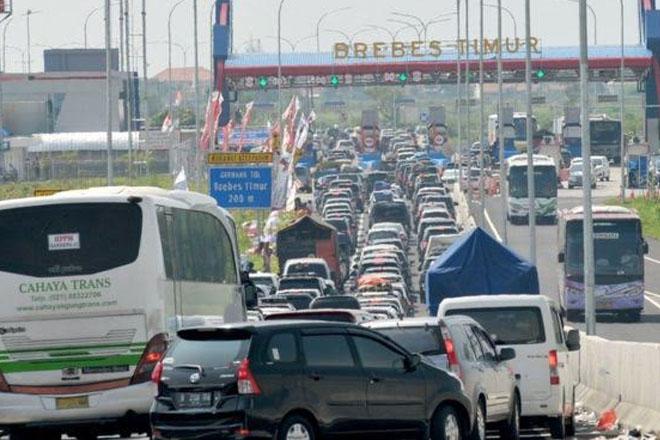 Indonesia traffic jam: 12 die in Java gridlock during Ramadan