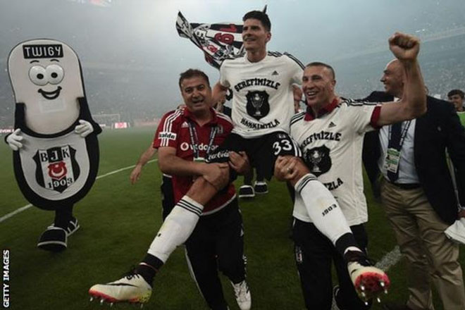 Mario Gomez to leave Besiktas because of Turkey coup attempt