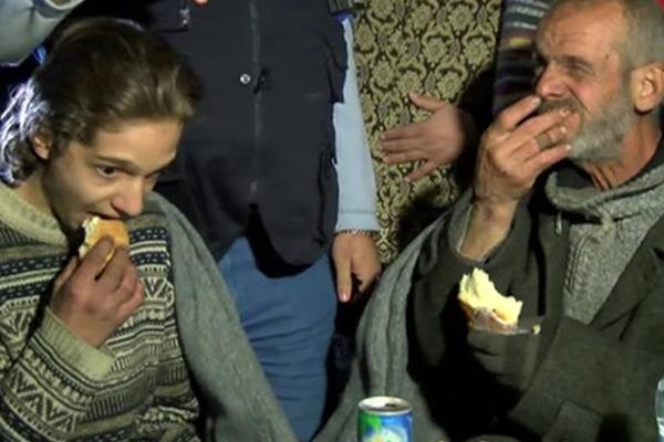 Mortar fire breaches Homs truce, delaying UN aid convoy