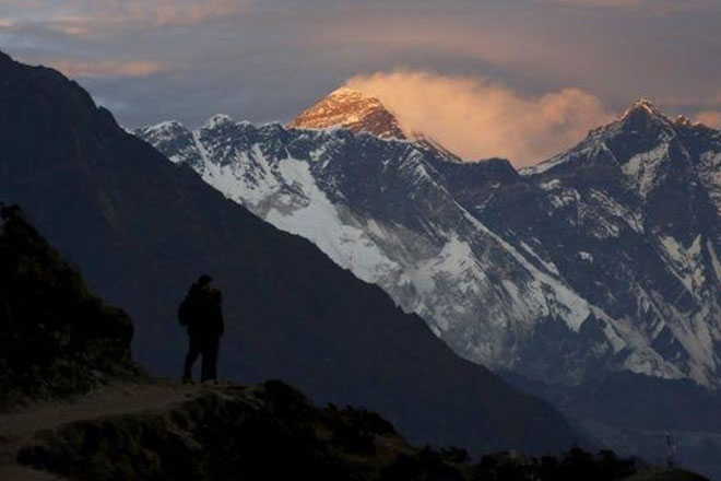 Mount Everest: Altitude sickness claims third death in four days