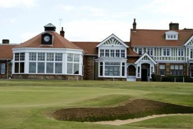 Muirfield to lose right to host Open after vote against allowing women members