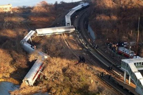 New York train crash: Probe into crash cause begins