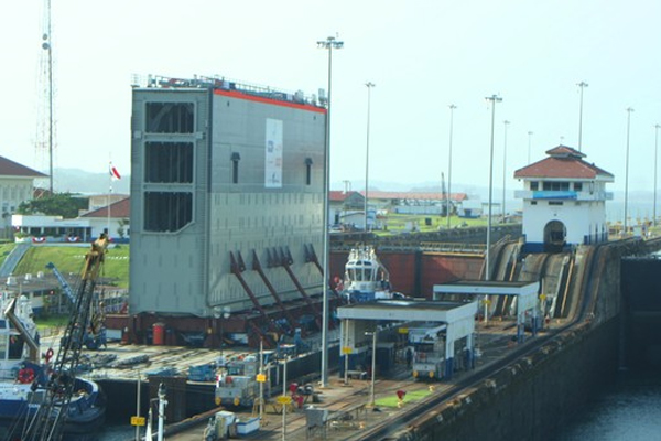 New rolling gate for Panama Canal expansion transits to Pacific