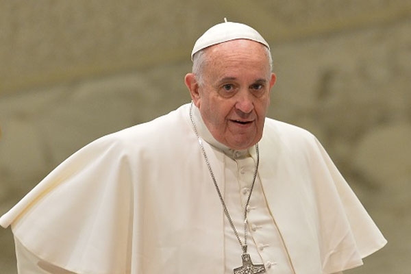 Philippine plane following Pope Francis overshoots runway