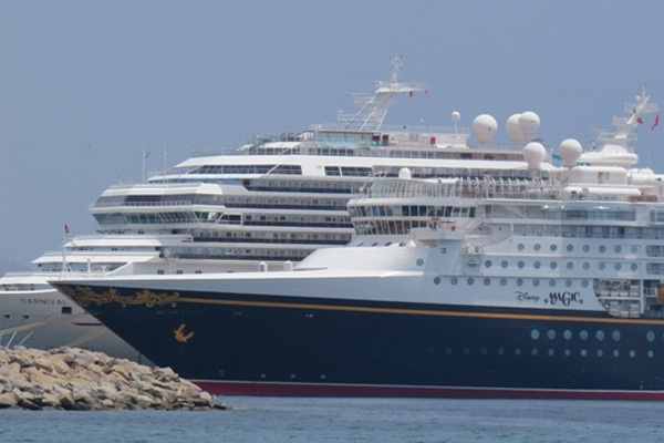 Parade of cruise ships as 2014/2015 Cruise Ship Season begins, over 8,000 passengers in the 3 ship days