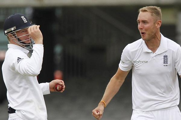 Sri Lanka cling on for dramatic draw
