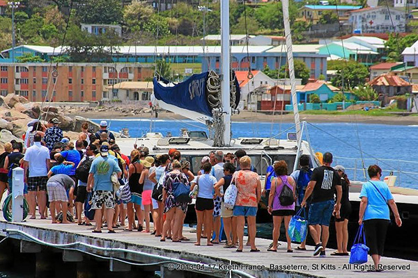258,000 cruise passengers in the summer of 2015