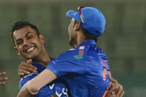 Binny 6 for 4, India defend 105