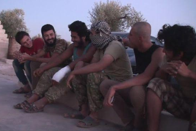 Syria conflict: Rebels set up internment camp for IS defectors