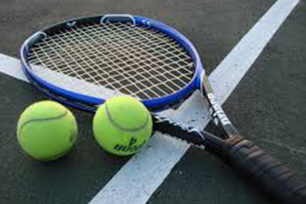 Tennis closes regular season with win on Senior Day