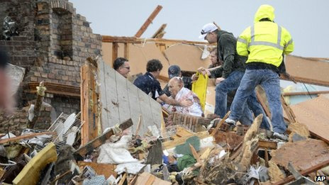 Deadly tornadoes hit US Midwest states
