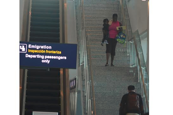 Power outage delays flights