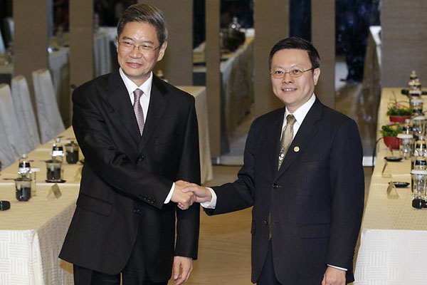 China's Zhang Zhijun Visits Taiwan to Discuss Trade Pact and Improve Relations