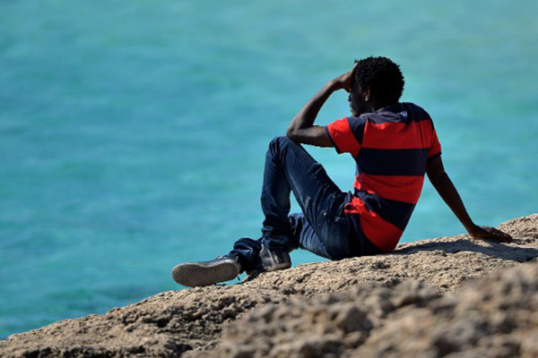 Italian navy rescues 730 migrants in overcrowded boats off Sicily