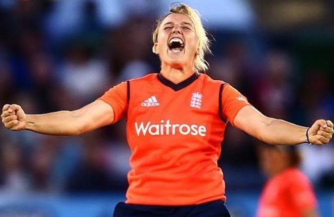 Danielle Hazell: England spinner joins Melbourne Stars for Women's Big Bash League