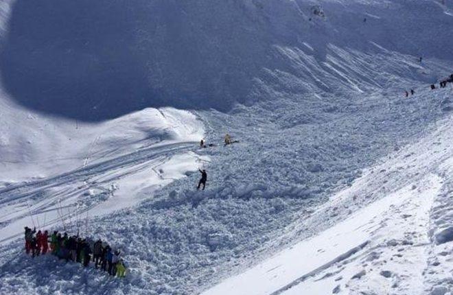 France avalanche: Four killed at Tignes ski resort