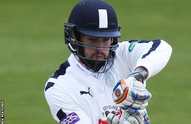 Reece Topley: Hampshire left-armer signs new deal until 2018