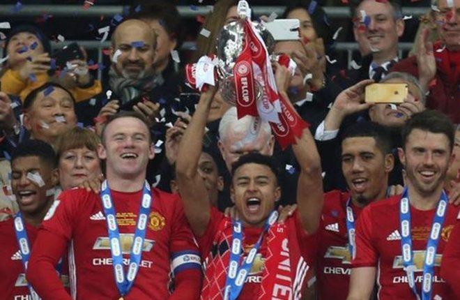 Jesse Lingard: Man Utd midfielder signs new Old Trafford deal