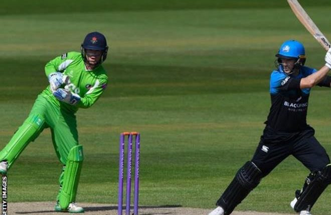 Daryl Mitchell: Ex-Worcestershire captain hailed after passing 3,000-run landmark