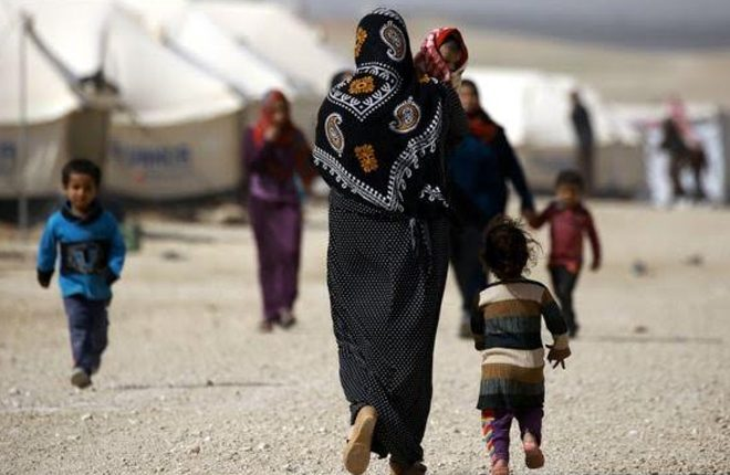 Syria war: Many dead in IS attack on displaced people's camp