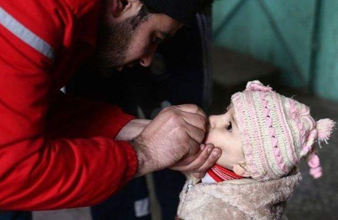 Syria war: Polio paralyses 17 children in Mayadin and Raqqa