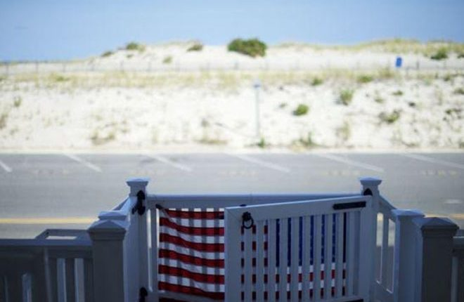 Chris Christie, New Jersey governor, enjoys beach he closed to public