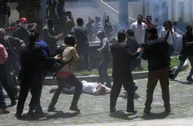 Government paramilitaries attack Venezuela national assembly