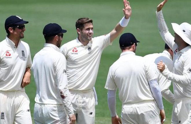 Ashes: Chris Woakes takes six wickets as England endure day in field