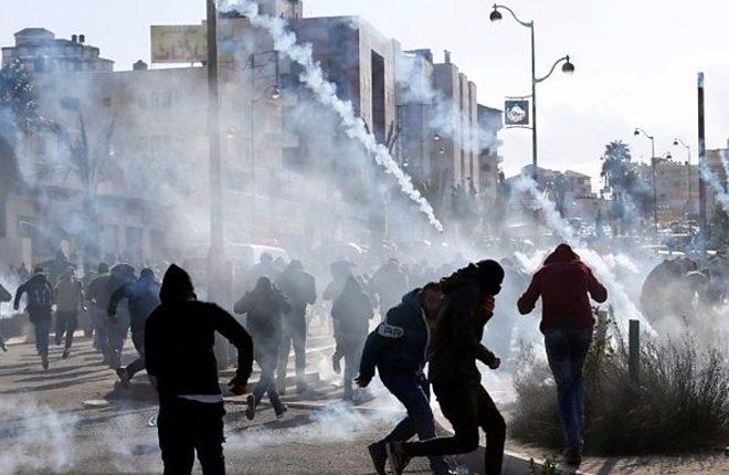 Jerusalem status: Palestinians protest over Trump move