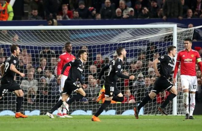 Manchester United knocked out of Champions League by Sevilla
