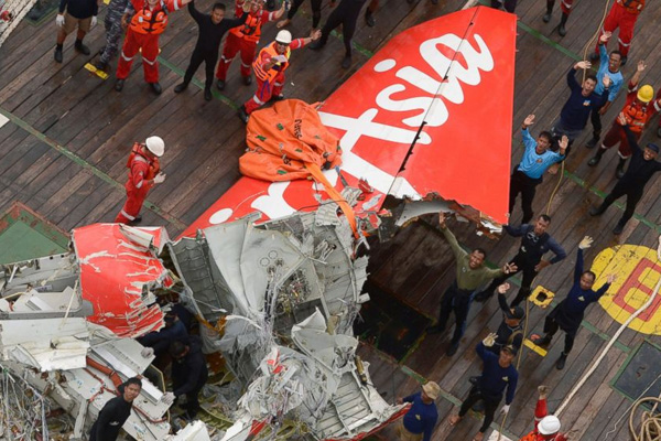With no bodies found in past week, AirAsia Flight 8501 main search ends