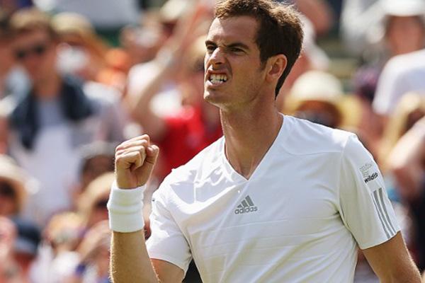 Wimbledon: Andy Murray avoids 'Wacky Wednesday' repeat