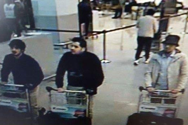 Brussels attacks: Police hunt Zaventem bombings suspect