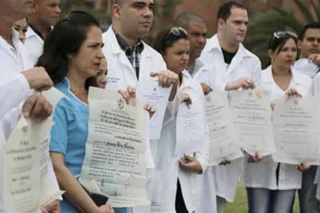Cuban doctors fleeing Venezuela protest for US visas