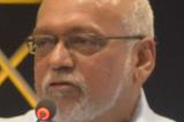 Guyana president threatens to call early elections