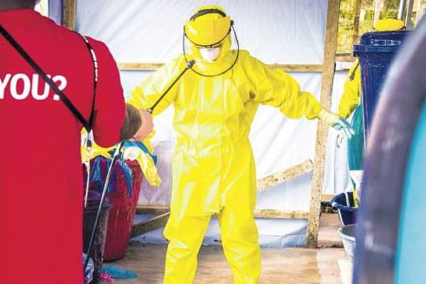 Threat to break Ebola isolation in Liberia over food