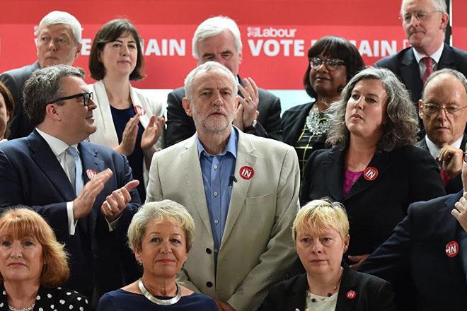 EU referendum: Jeremy Corbyn under pressure amid top team revolt