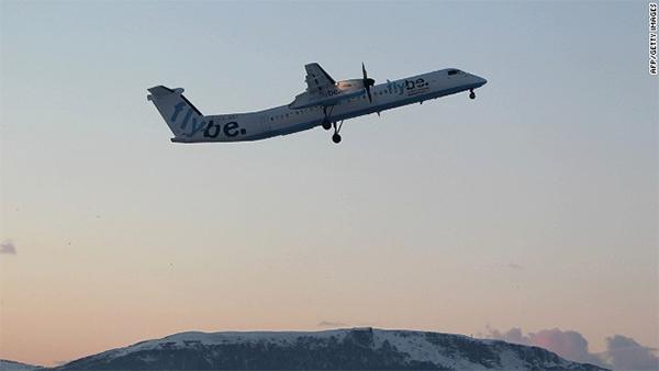 Pilot's false arm falls off as he lands passenger plane