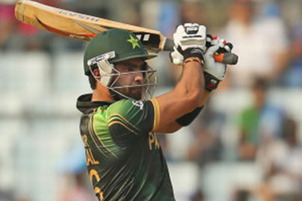Pakistan hold on in high-voltage game
