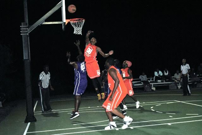 """Single Point hands """"Inner City Ballers"""" the Championship in Harris Basketball League"""