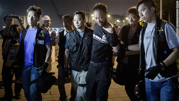 Hong Kong authorities vow to probe alleged police beating at protest