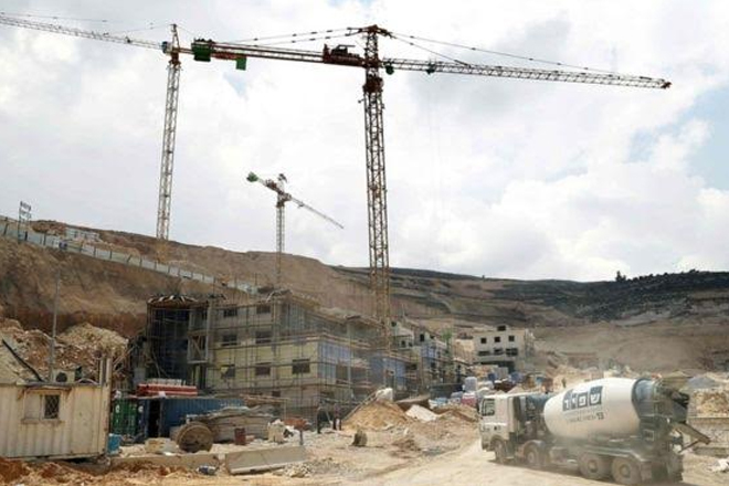Israel 'approves 464 settlement homes in West Bank'