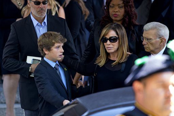 Joan Rivers remembered at star-studded funeral