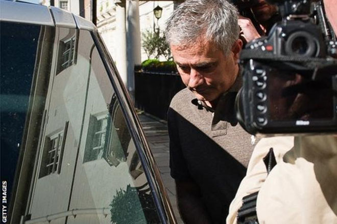 Jose Mourinho: Manchester United in talks with former Chelsea manager