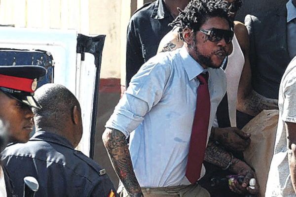 Juror's alleged visit to defence lawyer threatens Kartel trial